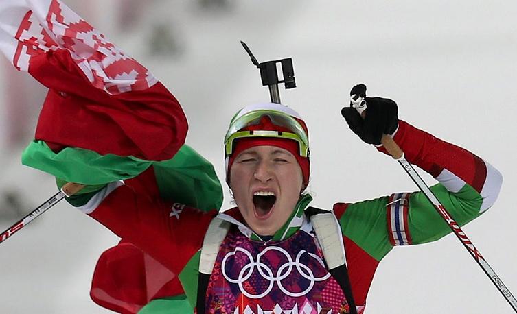 Белорусская биатлонистка Дарья Домрачева в финале гонки преследования на 10 км