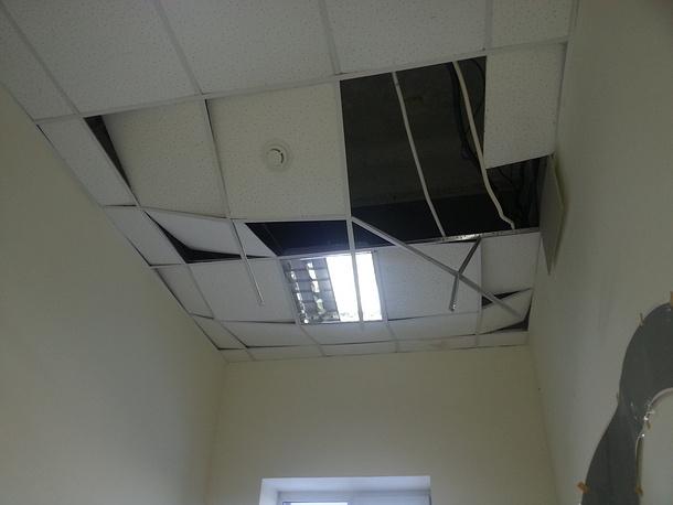 Челябинск. Потолок в редакции местной газеты, обвалившийся из-за взрывной волны, вызванной падением метеорита