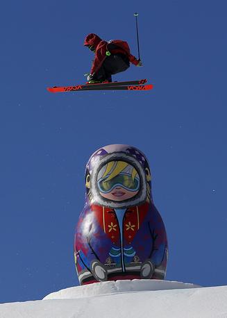 Канадский спортсмен Алекс Болье-Маршан во время соревнований по слоупстайлу