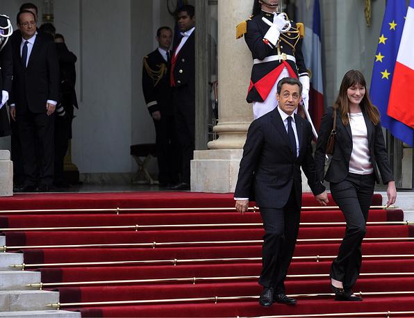 Экс-президент Франции Николя Саркози и певица и модель Карла Бруни. Это первый случай, когда действующий президент Франции связал себя узами брака, будучи главой государства