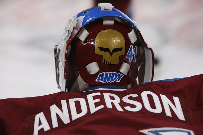 """Три года назад, будучи вратарем """"Колорадо Эвеланш"""", Крэйг Андерсон нанес на маску свое прозвище """"Энди"""", игровой номер, а также логотип его любимого спортивного автомобиля """"Корвет"""""""