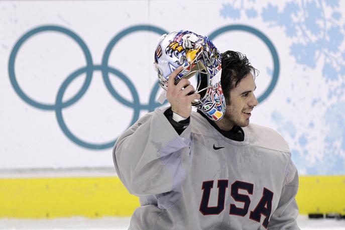Самый свежий дизайн маски вратаря сборной США РАйана Миллера, приготовленный специально к Олимпиаде в Сочи. Тематика традиционна - звезды, полосы, орел и олимпийские кольца