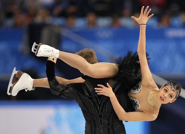 Российский дуэт Елена Ильиных и Никита Кацалапов во время выступления в произвольной программе танцев на льду