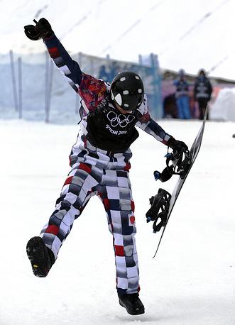 Николай Олюнин выиграл первую в российской истории медаль в сноуборд-кроссе - серебряную.