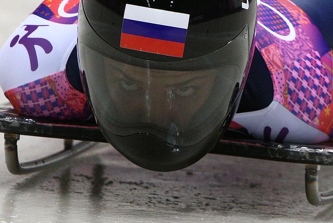 Скелетонистка Елена Никитина завоевала бронзовую медаль на Олимпийских играх в Сочи. По сумме четырех заездов спортсменка показала результат - 3 минуты 54,30 секунды