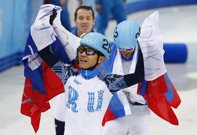 Шорт-трекист Виктор Ан на Олимпиаде в Сочи выиграл четыре медали - три золотые и одну бронзовую. Первой медалью для него стала бронза в дистанции 1500 м, затем золото на дистанции 1000 м. В пятницу, 21 февраля спортсмен выиграл золото на дистанции 500 м, а в составе мужской сборной России Ан завоевал третью золотую медаль домашних Игр