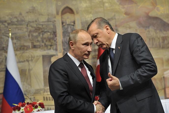 В течение столетий Турция и Россия были конкурентами за доминирующее положение в регионе. Сегодня во взаимоотношениях двух стран преобладает скорее принцип кооперации, чем конкуренции