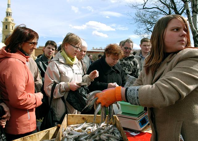 Традиционный весенний праздник корюшки у стен Петропавловской крепости