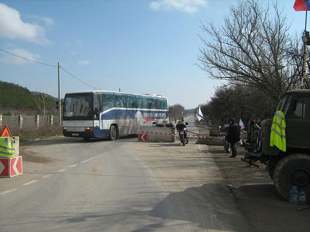 Блокпост добровольцев на въезде в Севастополь
