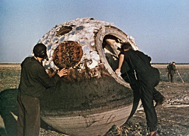 Поисковая группа обнаружила приземлившийся спускаемый аппарат с Валентиной Терешковой. 1963 год