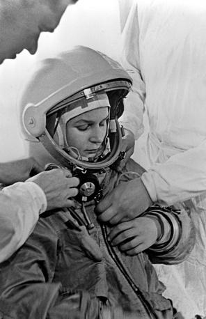 """В марте 1962 года она была зачислена в отряд космонавтов, где прошла полный курс подготовки к полетам на кораблях типа """"Восток"""""""