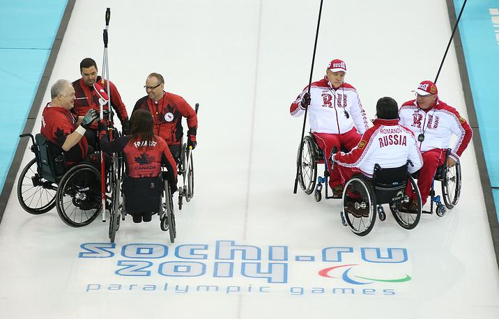 Команда России уступила сборной Канады на турнире по керлингу на колясках на Паралимпийских играх в Сочи