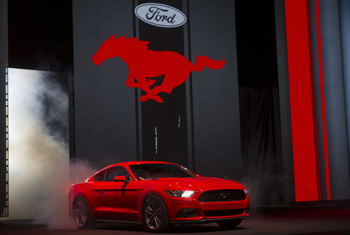 В 2013 году Ford представил новое поколение Mustang GT '2015. На фото: 2015 Ford Mustang