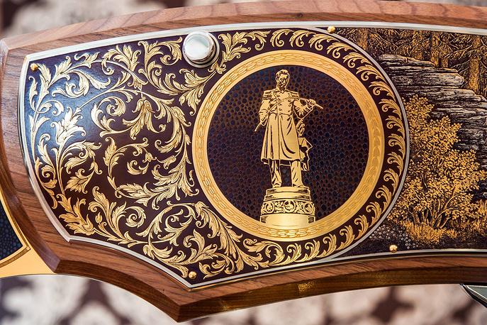Гравюра на орудии: памятник П.П.Аносову