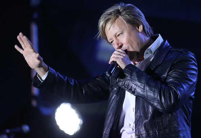Актер Дмитрий Харатьян на концерте в Симферополе