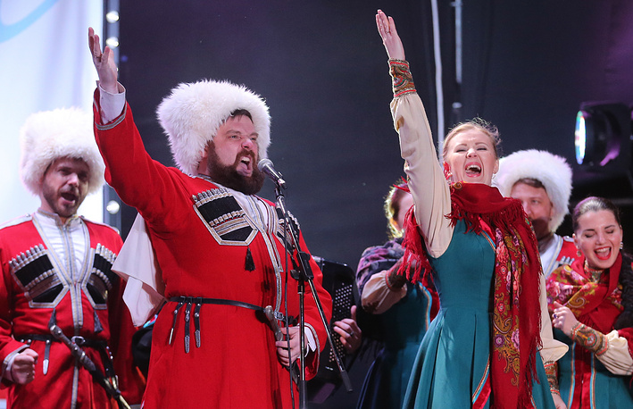Кубанский казачий ансамбль на концерте в Симферополе