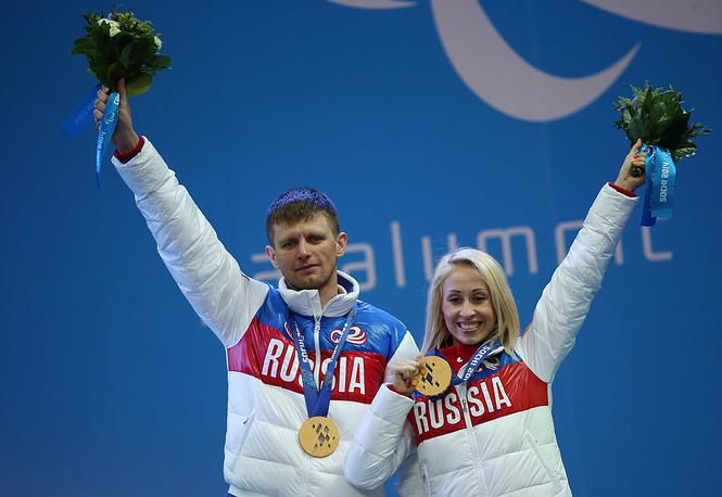 Знаменосец сборной России на церемонии закрытия Игр Михалина Лысова - обладательница трех золотых наград Паралимпиады. У спортсменки награда высшего достоинства в спринте свободным стилем в лыжных гонках и две в биатлоне (в дистанциях 6 км и 10 км)