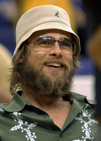 """Американский актер Брэд Питт неоднократно отращивал бороду для ролей, одной из них был фильм """"Семь лет в Тибете"""". Также одной из ролей, где у актера отрастала борода, стал фильм """"Легенды осени"""""""