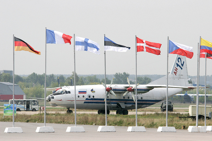 Самолет Ан-12