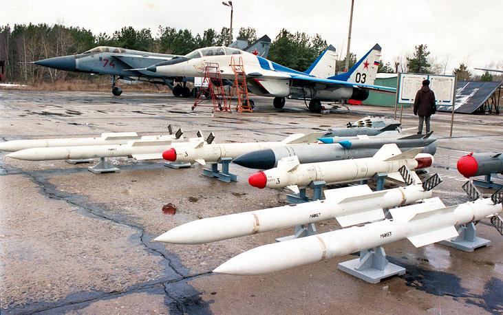 Самолеты МиГ-29 и МиГ-31.