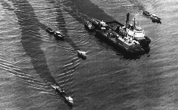 """После аварии супертанкер """"Эксон Вальдес"""" был отбуксирован в Сан-Диего, где был полностью отремонтирован и восстановлен. В настоящее время танкер, принадлежащий гонконгской компании, зарегистрирован в Панаме под названием Dong Fang Ocean и совершает регулярные рейсы"""
