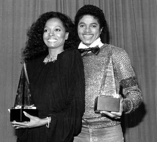 Дайана Росс сыграла судьбоносную роль в жизни Майкла Джексона. Заметив выступление 10-летнего певца вместе с его братьями, она способствовала его продвижению в жестоком мире шоу-бизнеса. На фото: Дайана Росс и Майкл Джексон, 1981 год