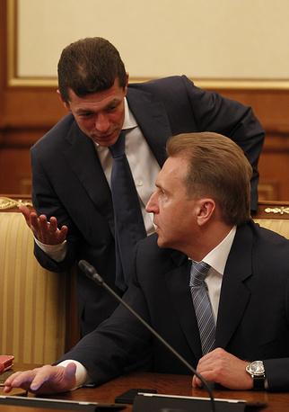 Министр труда и соцзащиты Максим Топилин (слева) и первый зампред правительства Игорь Шувалов