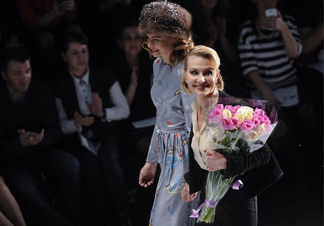 """Актриса Рената Литвинова (на первом плане) после показа коллекции """"Для неравнодушных Zarina и Рената Литвинова"""""""
