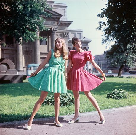 Демонстрация молодежного платья из маркизета.1969 г.