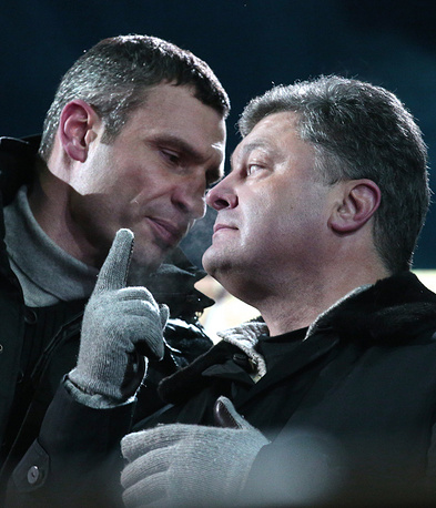 Виталий Кличко и Петр Порошенко (слева направо) во время акции протеста сторонников евроинтеграции Украины на площади Независимости. 25 января 2014 года