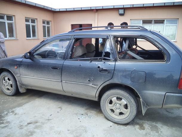 Машина, в которой находились фотокорреспондент Associated Press из Германии Аня Нидрингхаус и канадская журналистка Кэти Гэннон