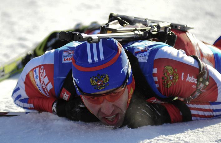 Россиянин Андрей Маковеев, занявший четвертое место в спринтерской гонке на 10 км на чемпионате мира по биатлону в Ханты-Мансийске. Март 2011 года