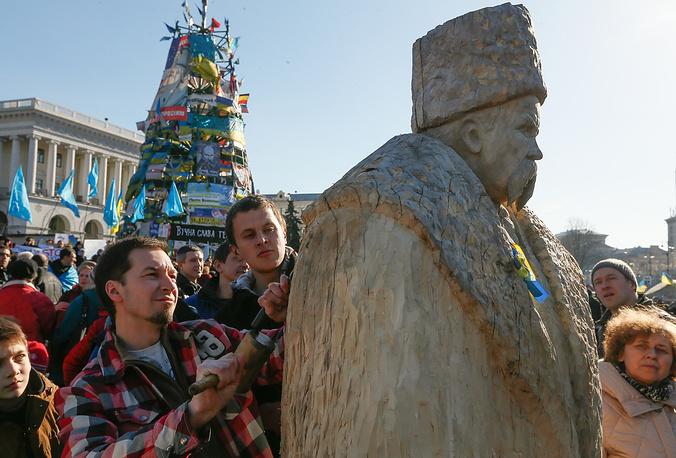 Воздвижение статуи Тараса Шевченко на площади Независимости