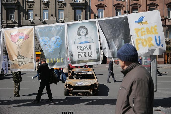 Выставка плакатов недалеко от площади Независимости