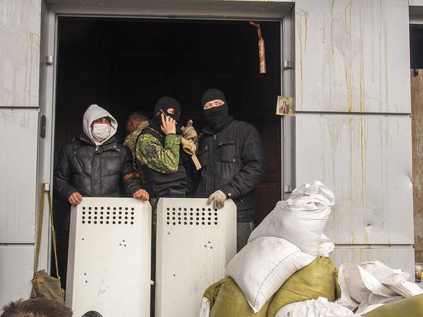 Кандидат на пост президента Украины Сергей Тигипко по итогам переговоров с людьми, захватившими здание СБУ в Луганске, сообщил, что митингующие намерены оставаться там до тех пор, пока власть не услышит их требования