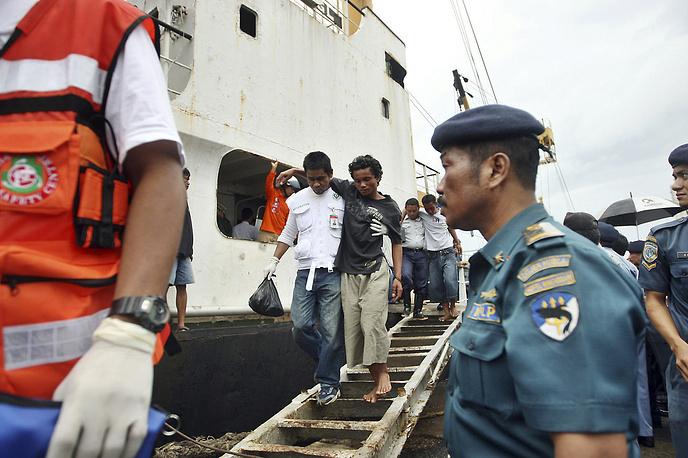 11 января 2009 года в Макасарском проливе у берегов Индонезии из-за сильного шторма перевернулся и затонул паром Teratai Prima, на борту которого находились около 270 человек. В результате крушения погибли 230 человек