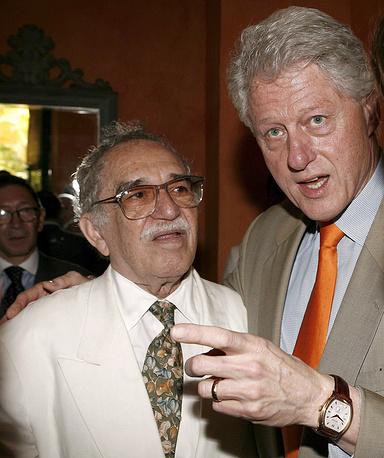 Габриэль Гарсиа Маркес с экс-президентом США Биллом Клинтоном на IV Международном конгрессе испанского языка в Картахене, Колумбия, 2007 год
