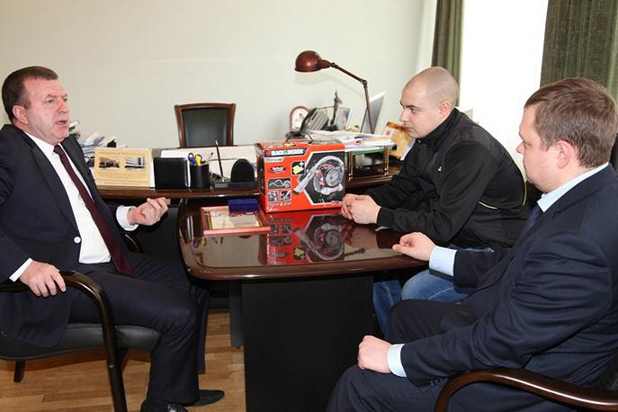 Начальник свердловской полиции, генерал Михаил Бородин и Максим Волков