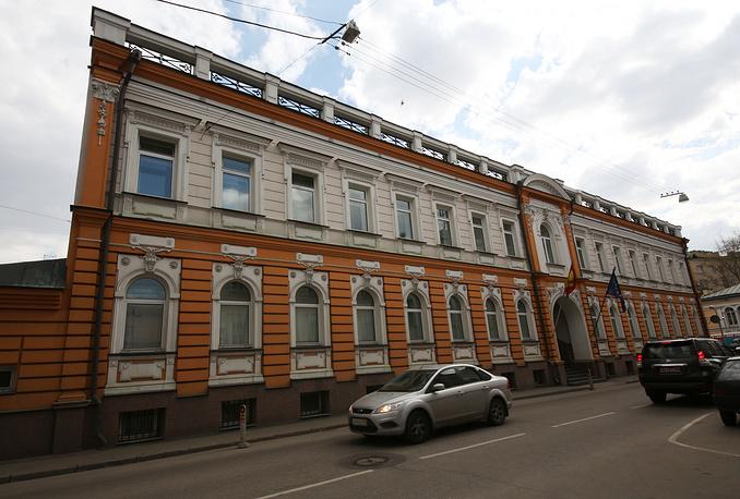 Дипломатическая миссия Испании расположена на улице Большая Никитская в особняке, построенном по проекту архитектора К. И. Андреева в 1876 году