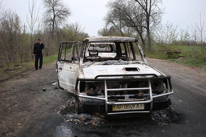 К блокпосту подъехали несколько машин, из которых был открыт огонь. На фото: одна из машин нападавших
