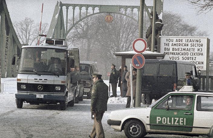 11 февраля 1986 года на том же мосту по договоренности между СССР и США состоялся обмен, в котором участвовали девять человек