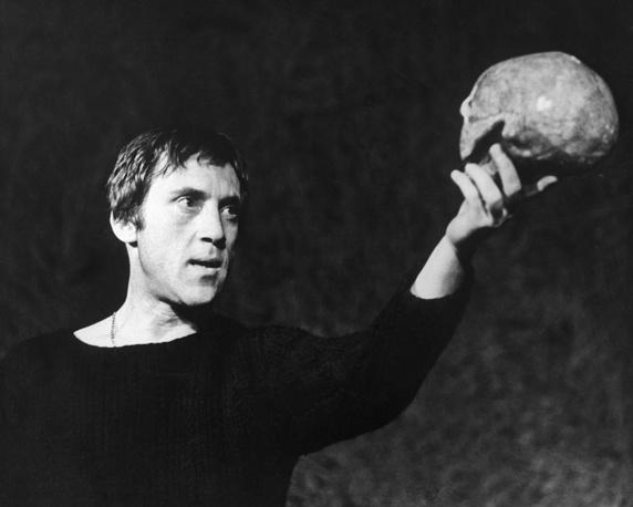 """Владимир Высоцкий в спектакле """"Гамлет"""". 1971 год"""