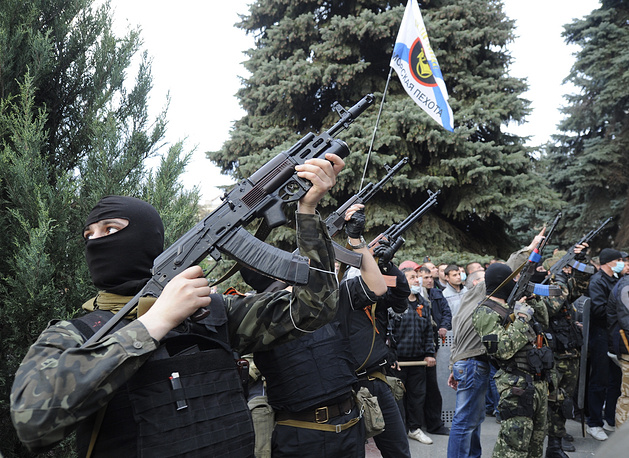 Митингующие заняли областное ГУМВД, а также расположенное рядом здание городской милиции