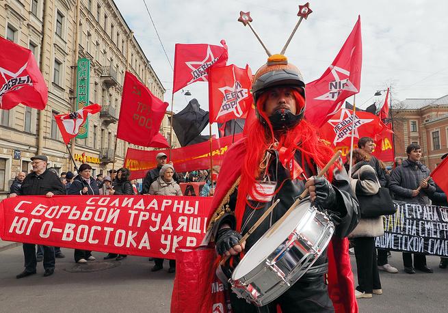 """Колонна """"Левого фронта"""" во время первомайской демонстрации на Невском проспекте"""