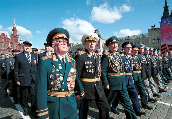 В 2000 году на параде пешим строем прошли ветераны Великой Отечественной войны