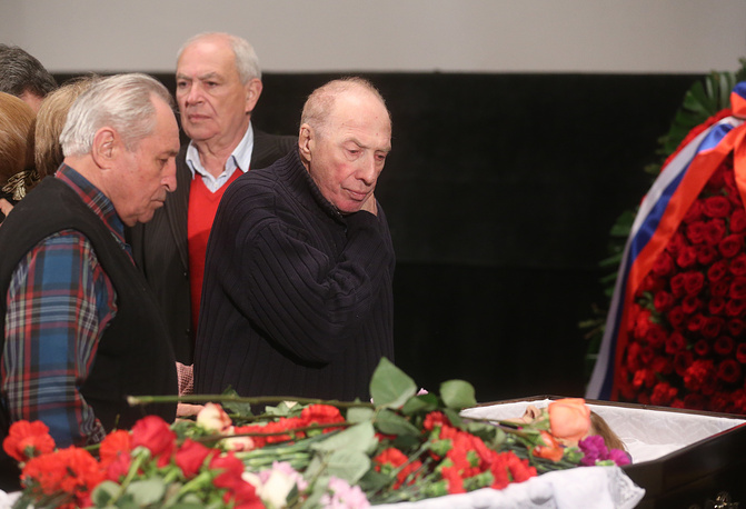 Актер Сергей Юрский (справа на первом плане) и Эдуард Машкович (на втором плане справа)