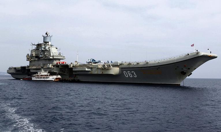 """Тяжелый авианесущий крейсер """"Адмирал Кузнецов"""" в порту Лимасол на Кипре"""