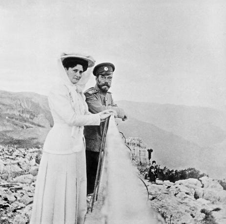 Император Николай II и императрица Александра Федоровна на горе Ай-Петри, 1909 год