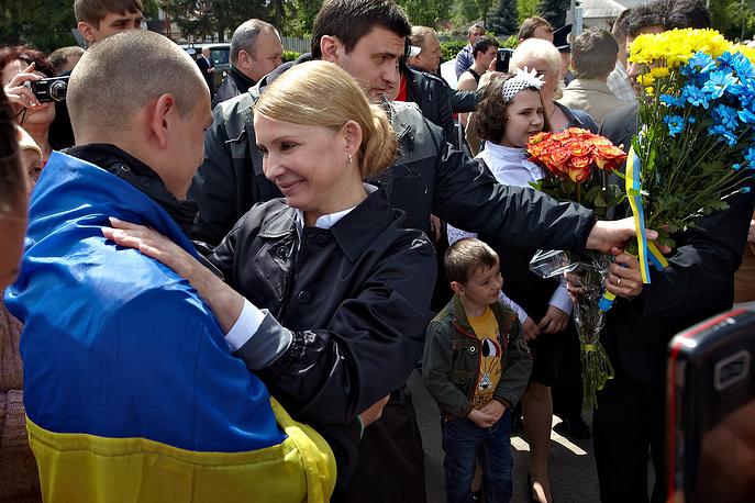 """Лидер """"Батькивщины"""" Юлия Тимошенко уверяет, что только она сможет провести необходимые стране политические реформы. По ее словам, если страна выберет другого кандидата, """"придется зайти на третий круг революции"""""""