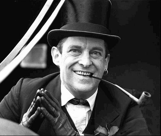 """Джереми Бретт в телесериале """"Приключения Шерлока Холмса"""" (1984-1994). Бретт избавил своего персонажа от кокаиновой зависимости, предварительно получив на это разрешение дочери Конан Дойла"""